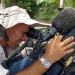 Un lémurien sur un cameraman