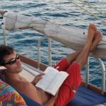 Détente à bord du voilier Antsiva