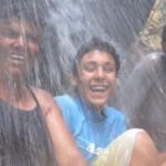 Sous la cascade à Mohéli