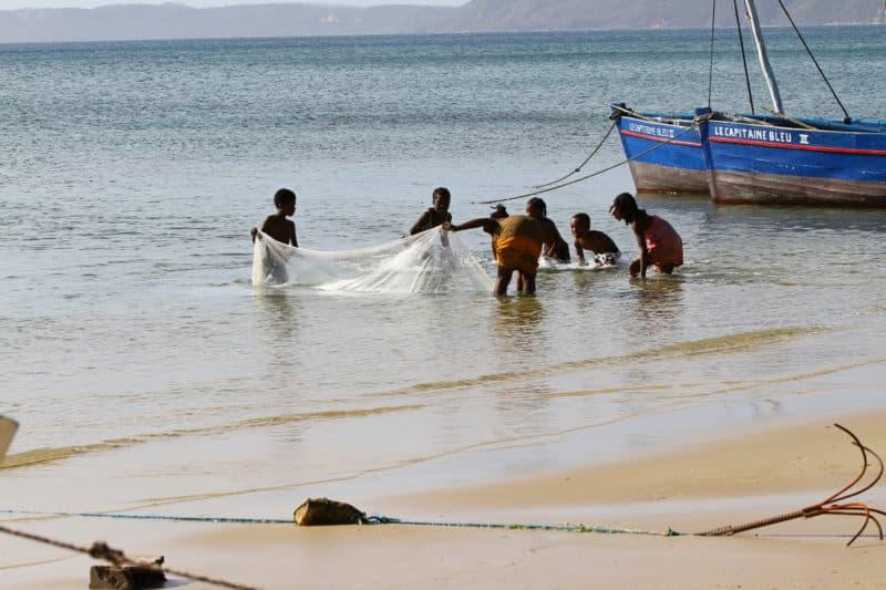 Enfants pêcheurs Madagascar